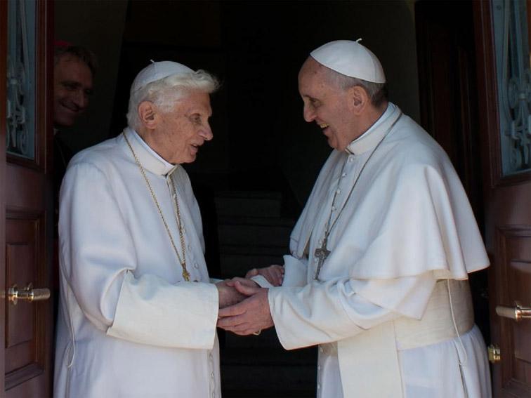 Een heldenlied voor de oude paus
