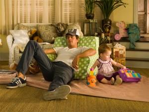 De moderne vader: een onverantwoordelijk groot kind. Scène uit de film 'Life As We Know It'