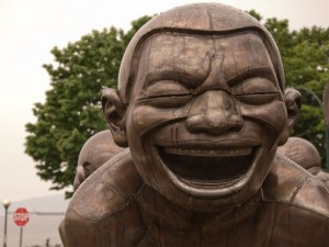 'Amazing Laughter'; beeld van Yue Minjun. Foto: Matthew Grapengieser  via Flickr.com (creative commons).