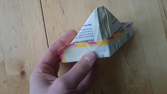 Stempas-origami: een papieren hoedje!